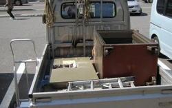 金庫の搬出と処分を致します。